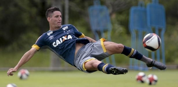 Meia treinou pela primeira vez no time titular e fará sua estreia na quarta-feira - Cristiane Mattos/Light Press/Cruzeiro