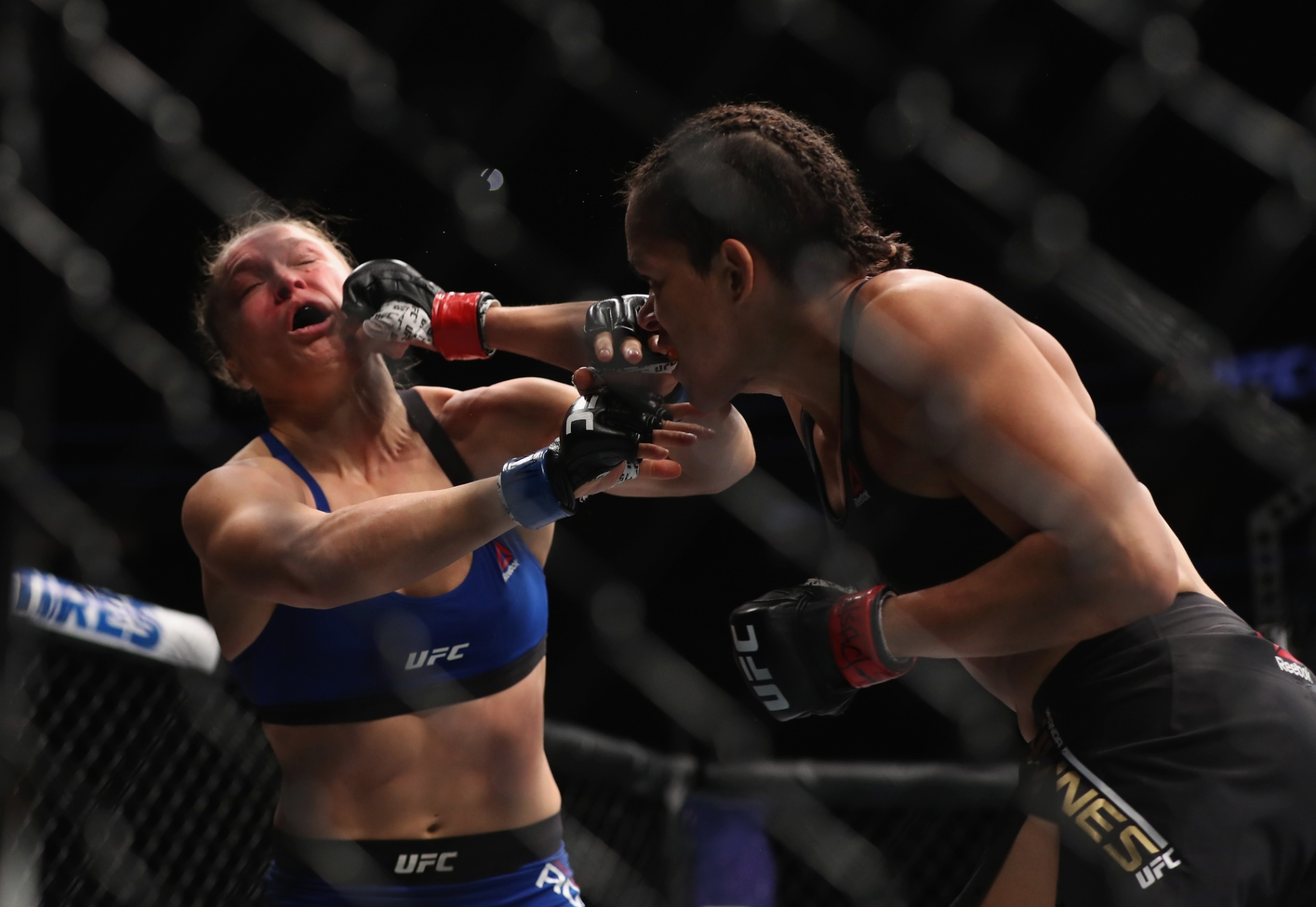 Especial- Amanda Nunes dá soco em ronda Rousey na luta entre as duas
