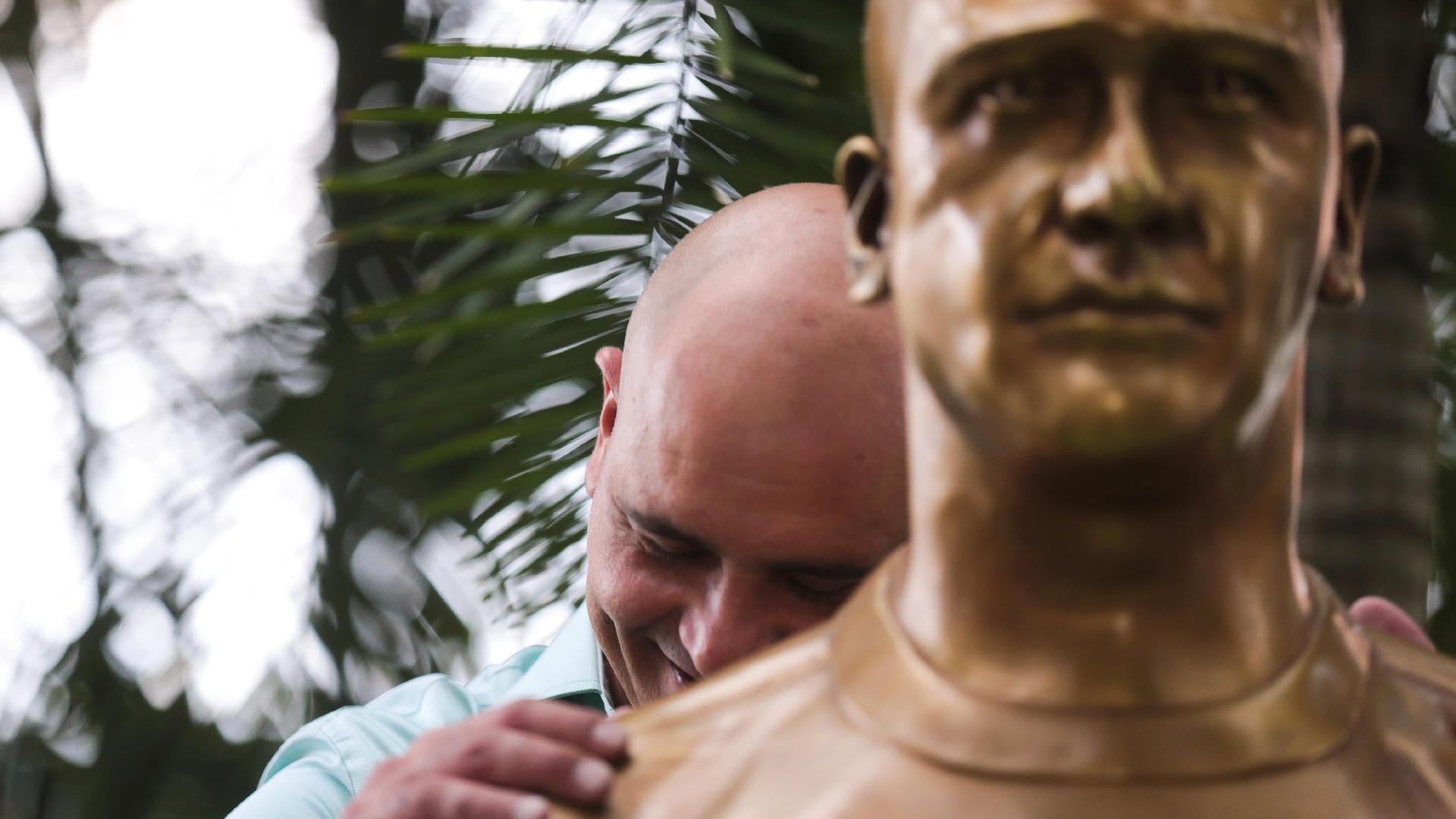 Marcos na inauguração de seu busto no Palmeiras, em 2015