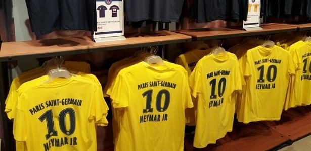 Camiseta popular de Neymar é vendida no PSG