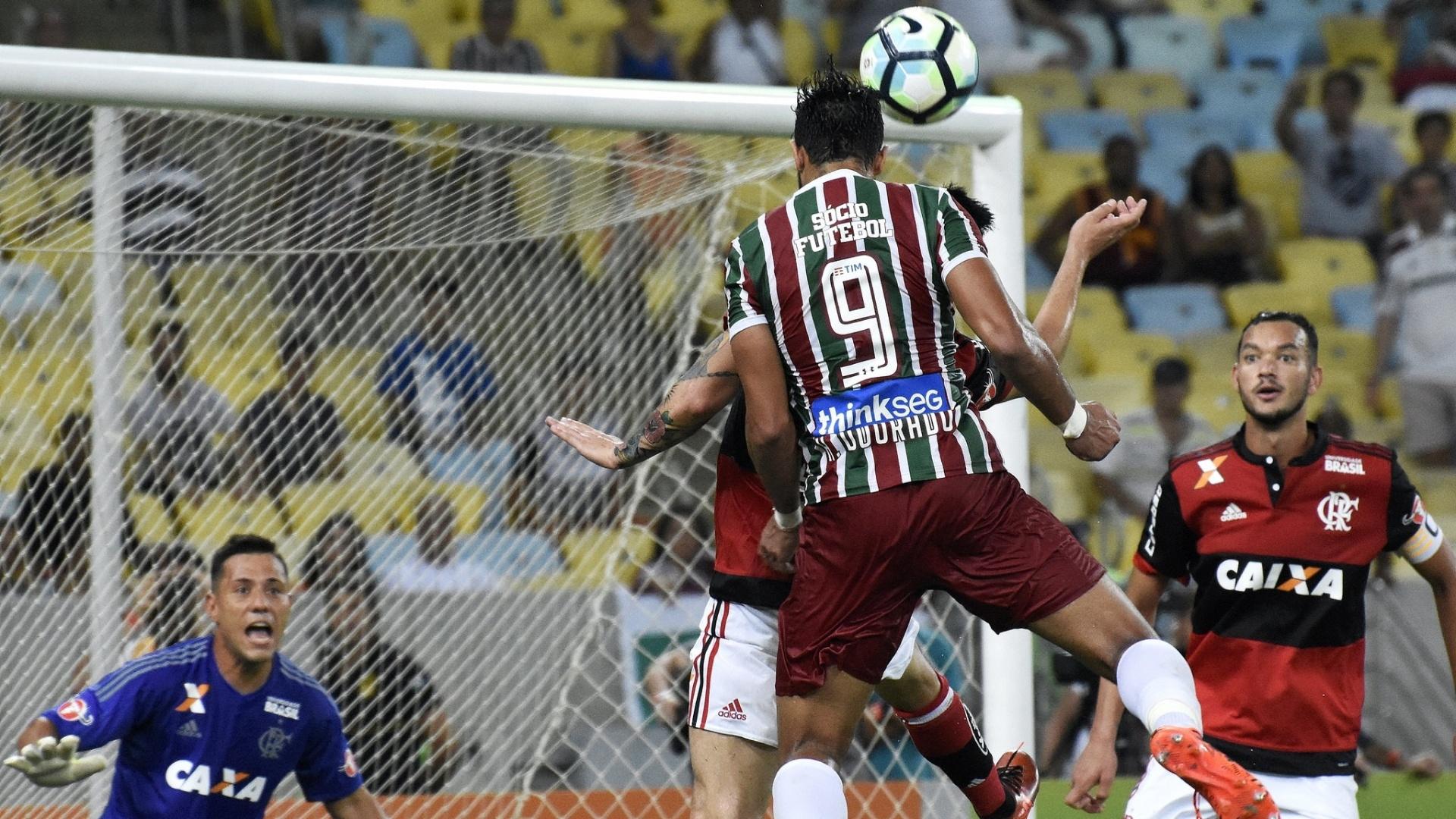 Diego Alves e Henrique Dourado travam duelo particular no Fla-Flu pela Sul-Americana