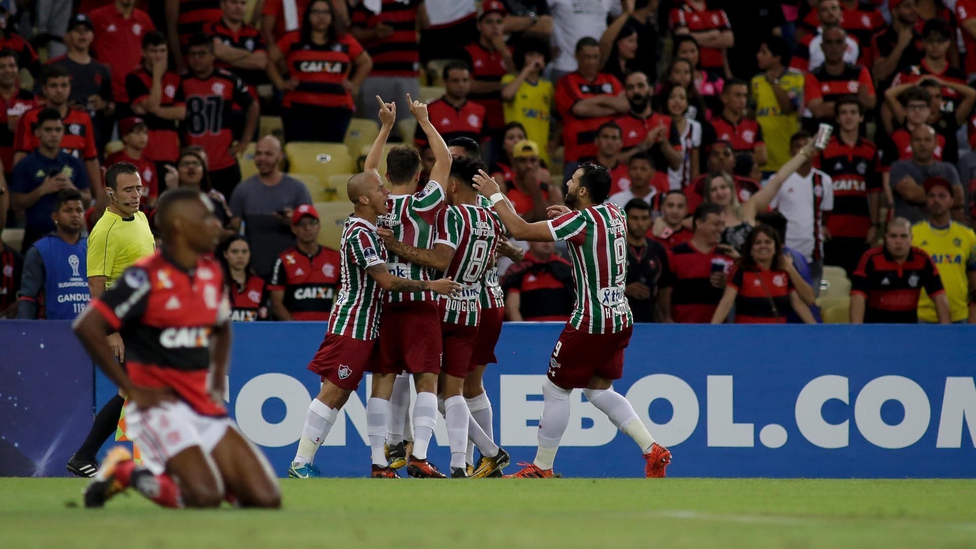 Lucas, do Fluminense, comemora seu gol sobre o Flamengo