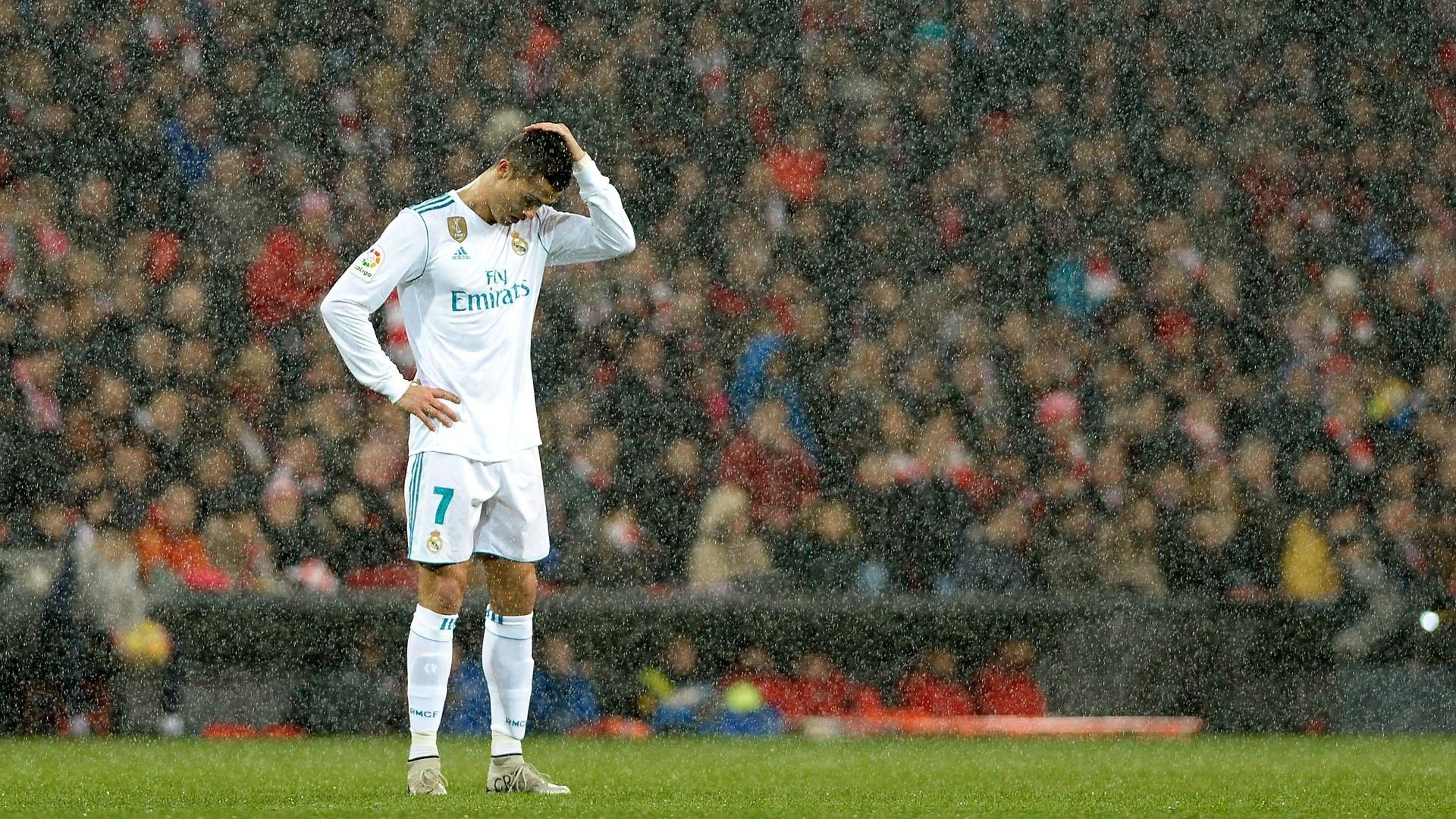Cristiano Ronaldo lamenta após acertar a trave contra o Bilbao