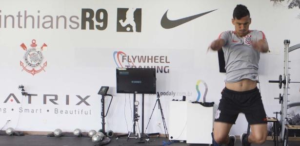 Balbuena em ação durante treino físico: time terá maratona de 18 jogos até a Copa