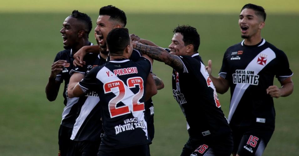Jogadores do Vasco comemoram gol marcado contra o Grêmio