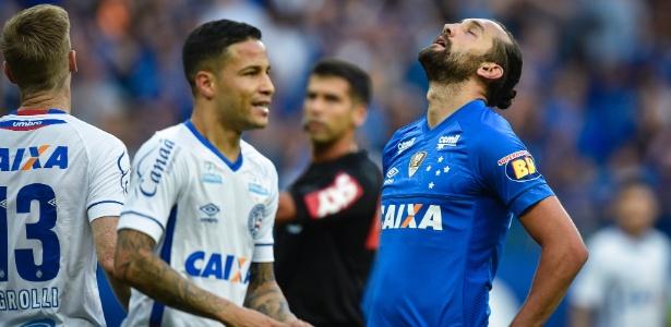 Hernán Barcos tem contrato até julho. No entanto, pode deixar Cruzeiro antes do fim do vínculo - Pedro Vilela/Getty Images