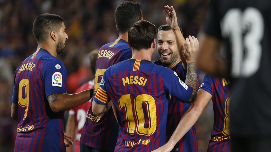 Jogadores comemoram o gol de Messi em Barcelona x Girona - Pau Barrena/AFP