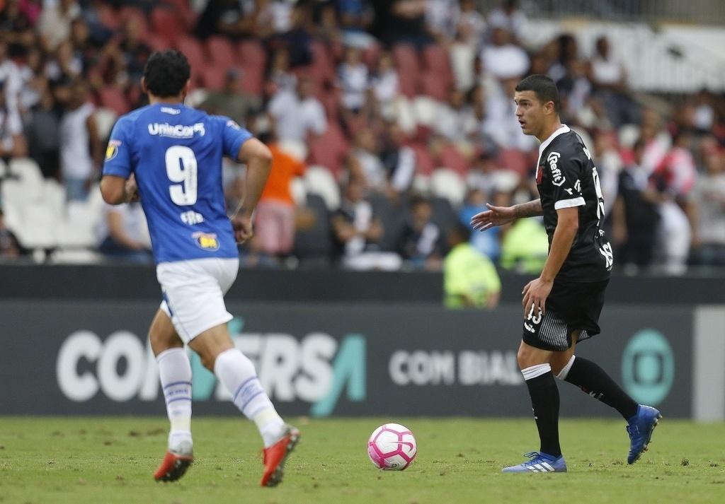 O vascaíno Bruno Ritter durante a partida contra o Cruzeiro em São Januário