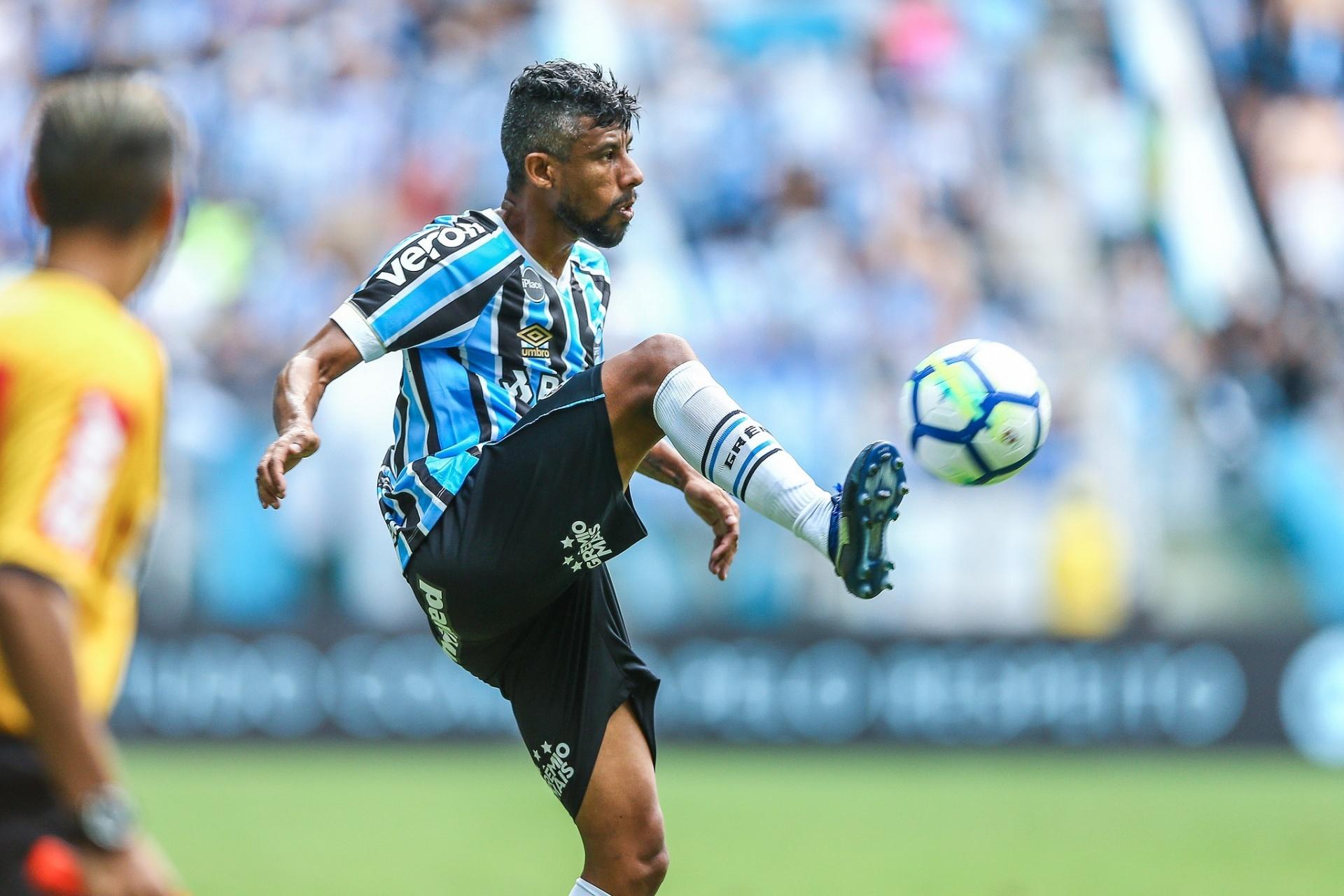 Léo Moura aceita proposta e renova contrato com Grêmio até o fim de 2019 -  Esporte - BOL a97deb7714b7b