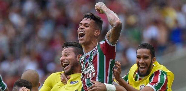 Richard (centro) marcou gol importantíssimo para a permanência do Flu na Série A