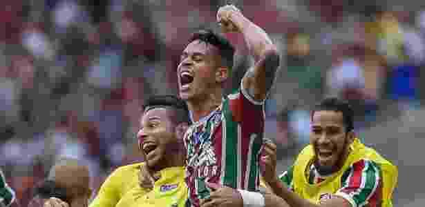 Richard (centro) marcou gol importantíssimo para a permanência do Flu na Série A - Thiago Ribeiro/AGIF