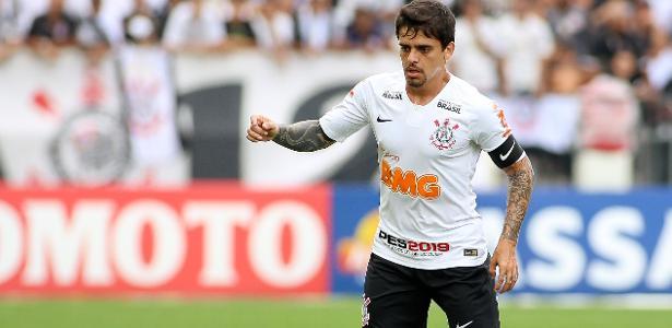 Para Carille, Fagner foi um dos melhores em campo no jogo contra o Santos - Rodrigo Coca/ Ag. Corinthians