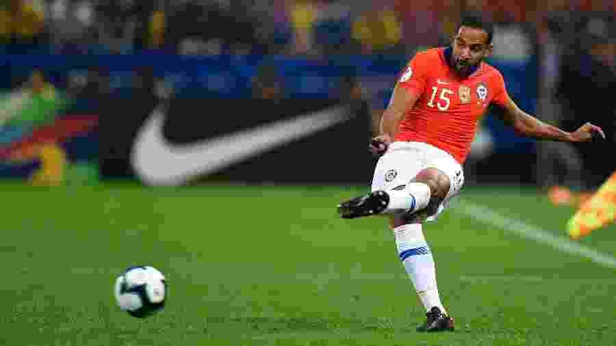Jean Beausejour, do Chile, em partida contra a Colômbia pela Copa América 2019 - Pedro Vilela/Getty Images