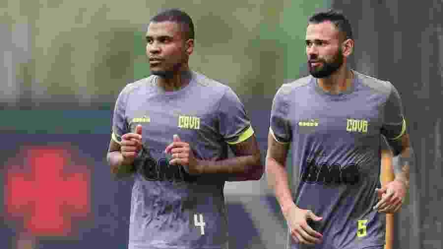 Leandro Castan (à direita na foto) pode ser titular no clássico de amanhã - Rafael Ribeiro / Vasco.com.br