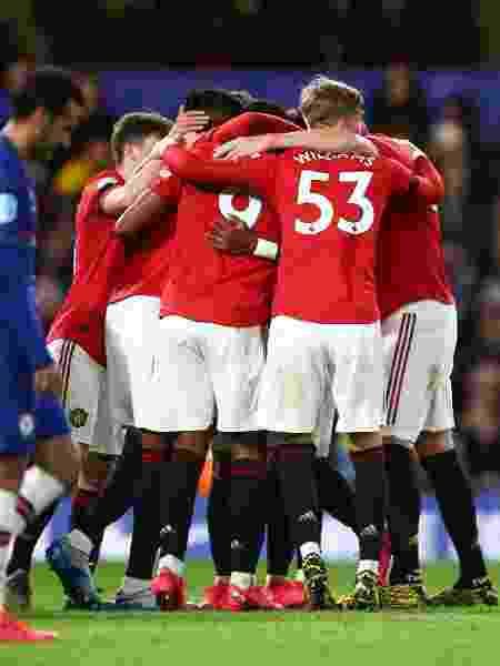 Jogadores do Manchester United comemoram gol de Martial diante do Chelsea - Hannah MacKay/Reuters