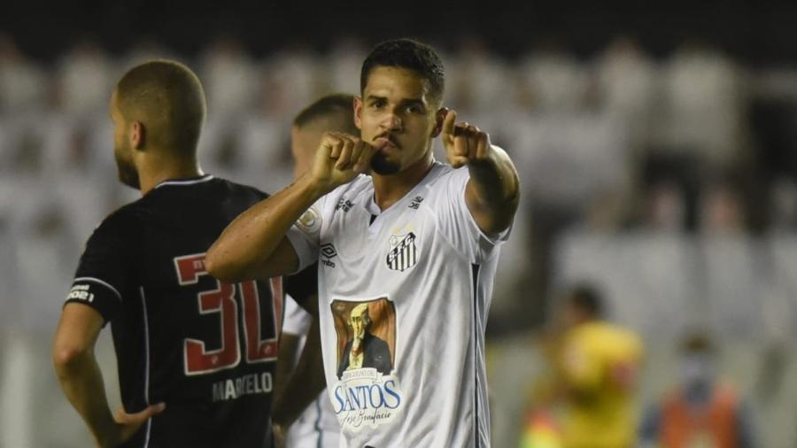 Lucas Veríssimo comemora gol do Santos contra o Vasco da Gama em jogo do Brasileirão 2020 - Divulgação/SFC