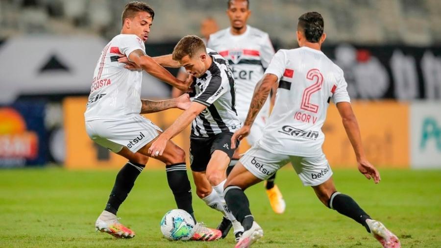 Diego Costa e Igor Vinícius tentam apertar marcação durante Atlético-MG x São Paulo - Divulgação/CAM