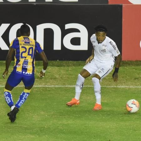 Marinho tenta jogada durante jogo do Santos diante do Delfín, pela Copa Libertadores - Divulgação/Santos FC