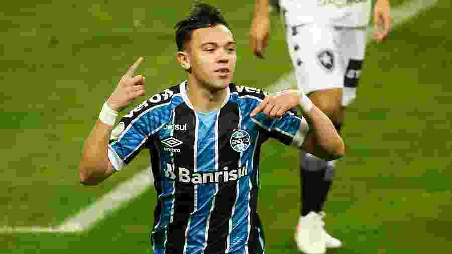 """Grêmio """"mudou a cor"""", mas lançou série de promoções em produtos oficiais - Pedro H. Tesch/AGIF"""