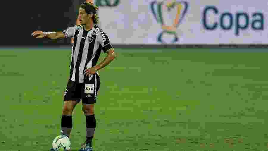 Honda, do Botafogo, durante a partida contra o Cuiabá - Thiago Ribeiro/AGIF