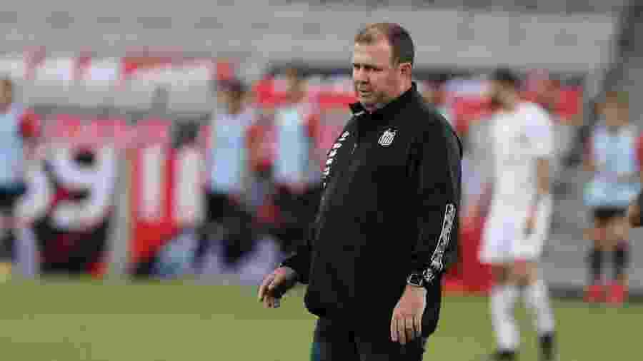 Marcelo Fernandes, auxiliar técnico, comandou o Santos na partida contra o Athletico-PR - Geraldo Bubniak/Santos FC
