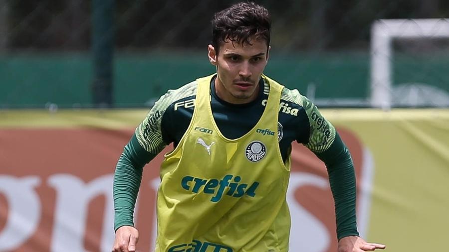 Raphael Veiga, durante treino do Palmeiras, na Academia de Futebol - Cesar Greco