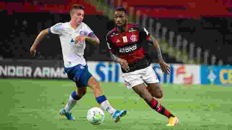 Gerson, do Flamengo, disputa bola com Ramírez, do Bahia, em partida do Brasileirão - Alexandre Vidal/Flamengo - Alexandre Vidal/Flamengo