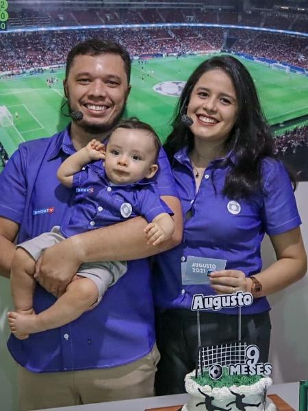 Ana Beatriz, Lúcios e o filho comemorando os nove meses do Augusto - Reprodução/Twitter