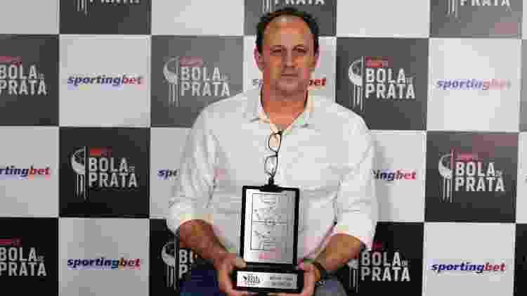 O técnico do Flamengo Rogério Ceni recebe a Bola de Prata de melhor do Brasileirão - André Porto - André Porto