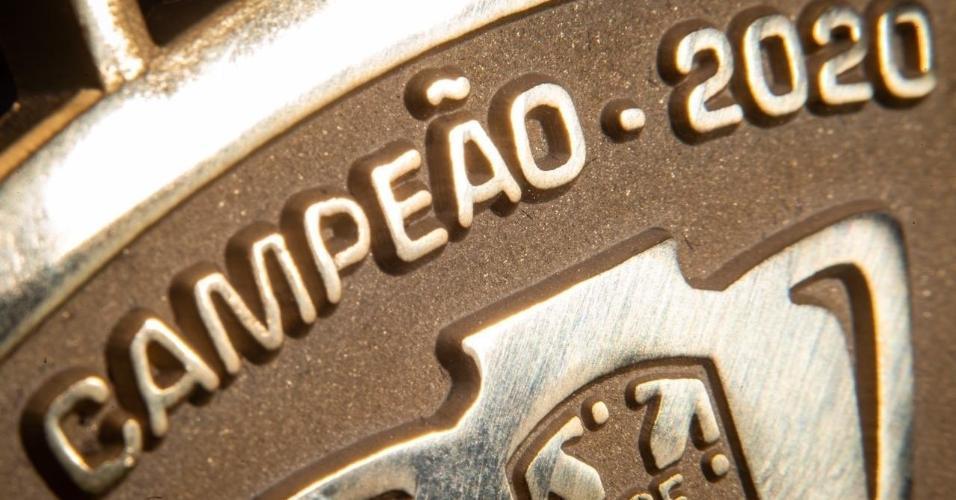 Detalhe da medalha de campeão da Copa do Brasil de 2020