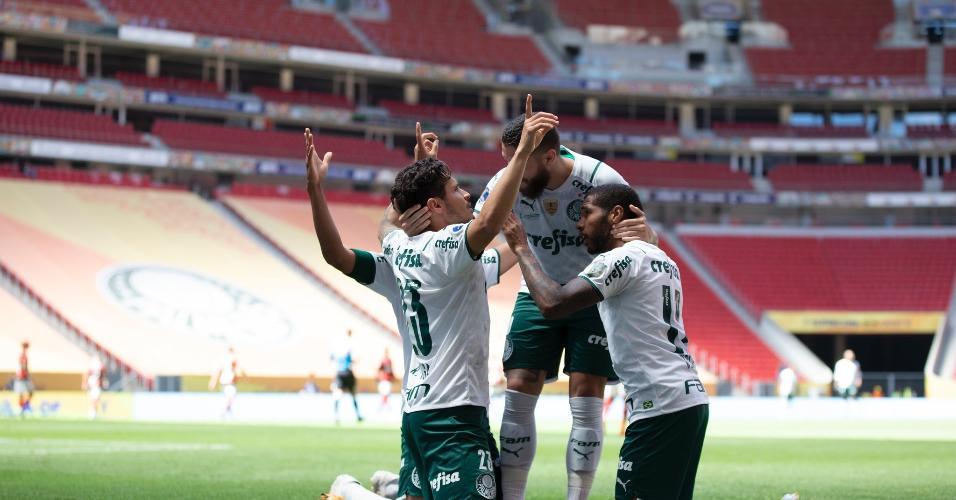 Jogadores do Palmeiras comemoram gol diante do Flamengo na Supercopa do Brasil