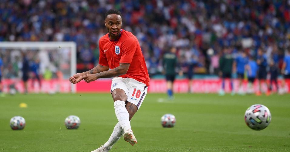 Sterling, destaque da Inglaterra na Eurocopa, faz últimos exercícios antes da final