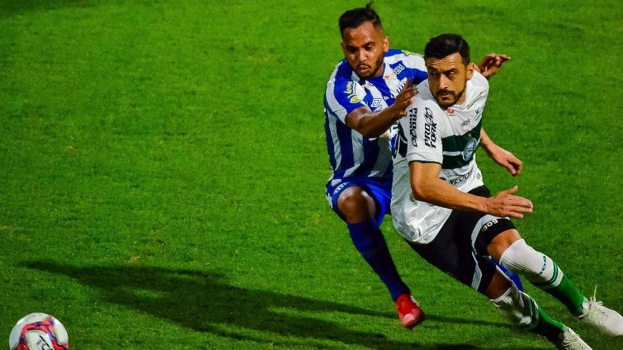 Líder da Série B, o Coritiba venceu o Avaí por 2 a 1 pela 20ª rodada da competição - R.Pierre/AGIF