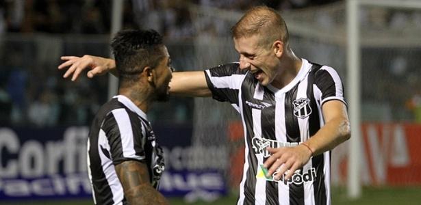 Uillian Correia pode chegar à Toca da Raposa II para reeditar parceria com o atacante Marinho