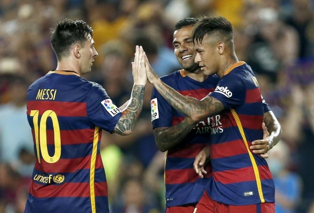 Jogadores do Barcelona comemoram o gol de Neymar contra a Roma