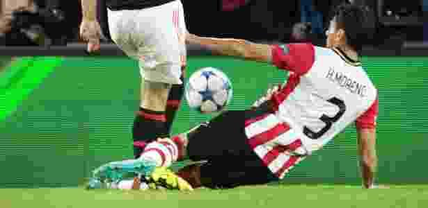 Hector Moreno causou grave lesão em Luke Shaw - Olaf Kraak/AFP Photo - Olaf Kraak/AFP Photo