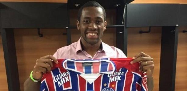 Tinga irá defender a equipe comandada por Rogério Ceni
