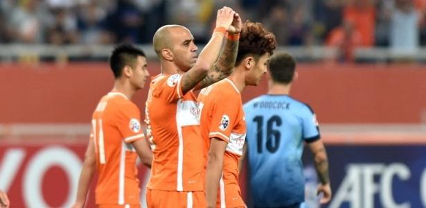 Diego Tardelli comemora gol marcado pelo Shandong Luneng contra o Sidney