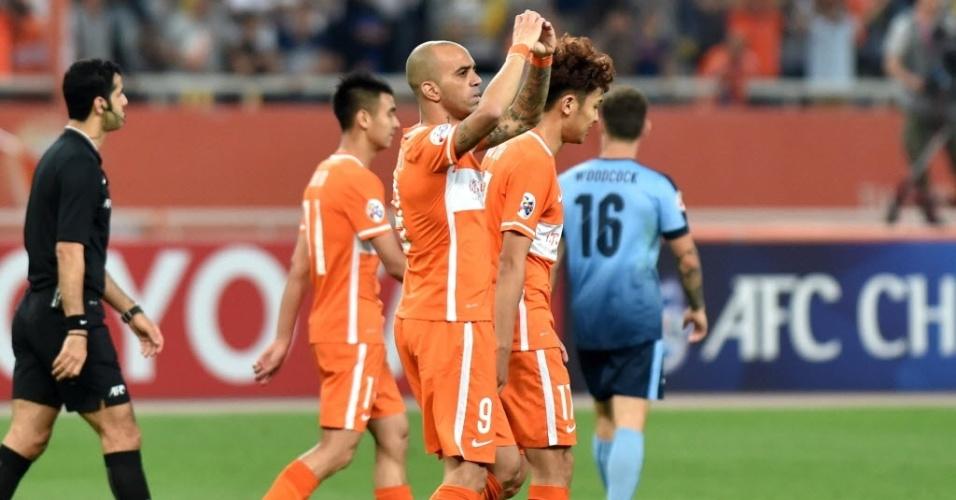 Diego Tardelli celebra gol do Shandong Luneng contra o Sidney, pela Liga dos Campeões Asiática
