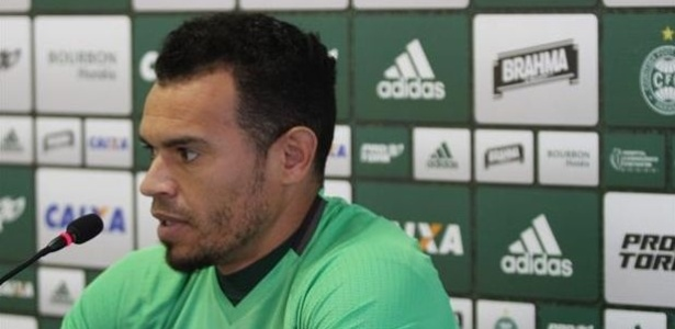 Ceará não tem mais contrato com Coritiba e faz tratamento no CT do Inter