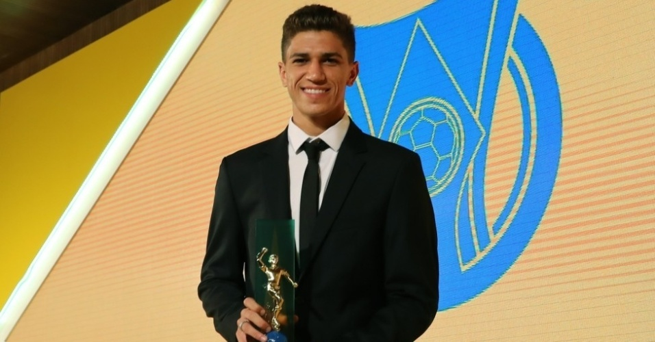 Vitor Bueno, do Santos, foi considerado a revelação do Campeonato Brasileiro