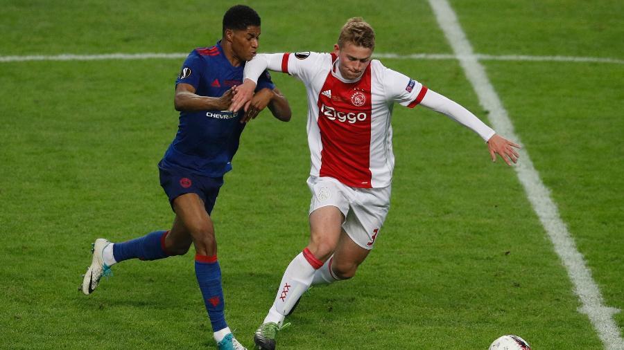 Matthijs de Ligt em ação pelo Ajax contra o Manchester United, na Liga Europa - Reuters / Phil Noble