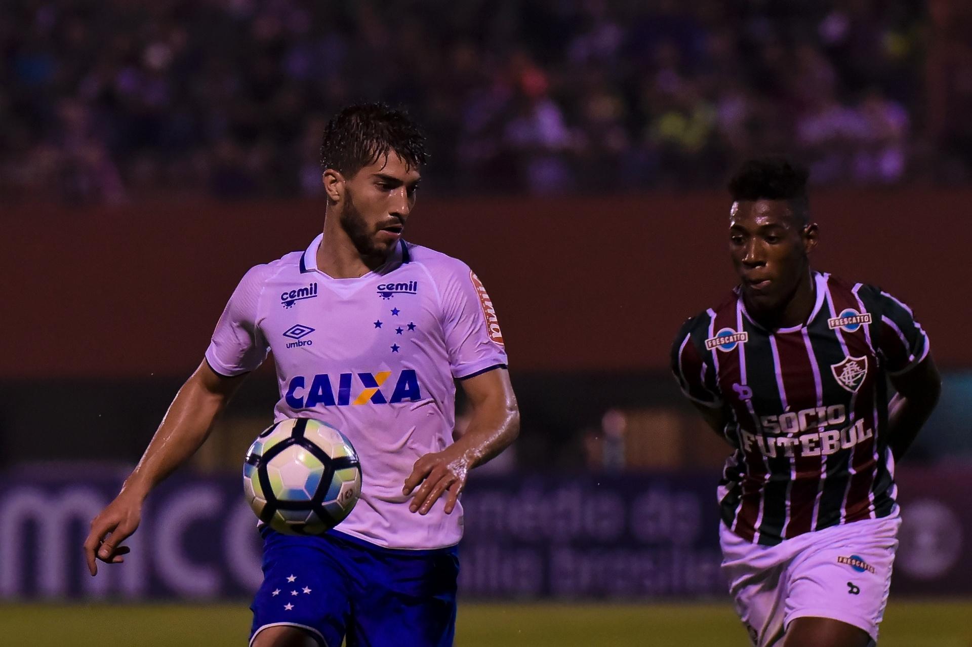Cruzeiro abre placar com