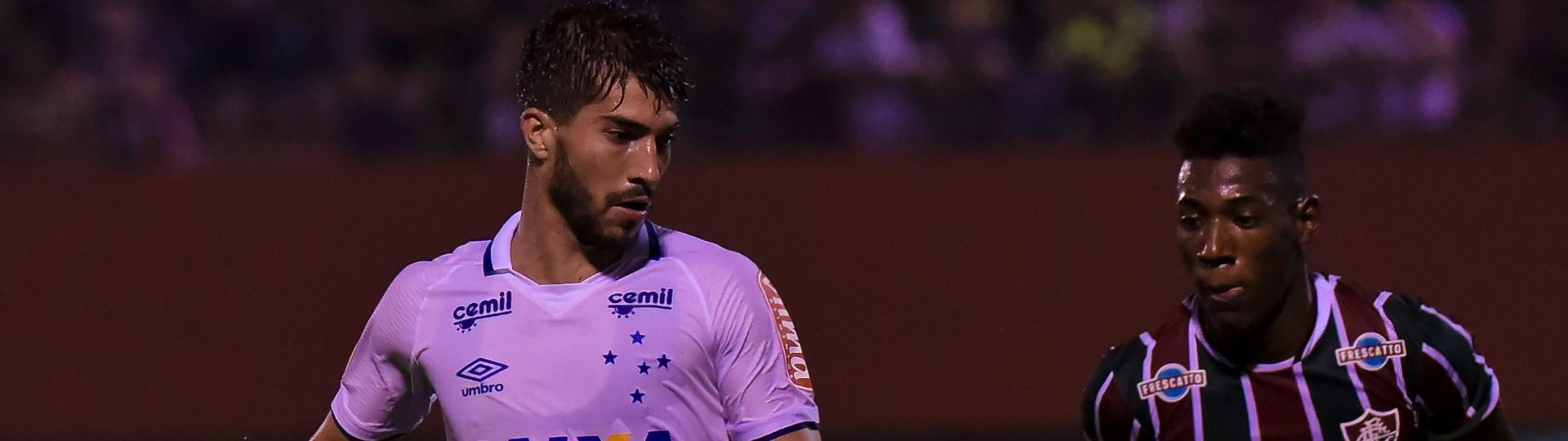 Léo acompanha de perto Lucas Silva em Fluminense x Cruzeiro