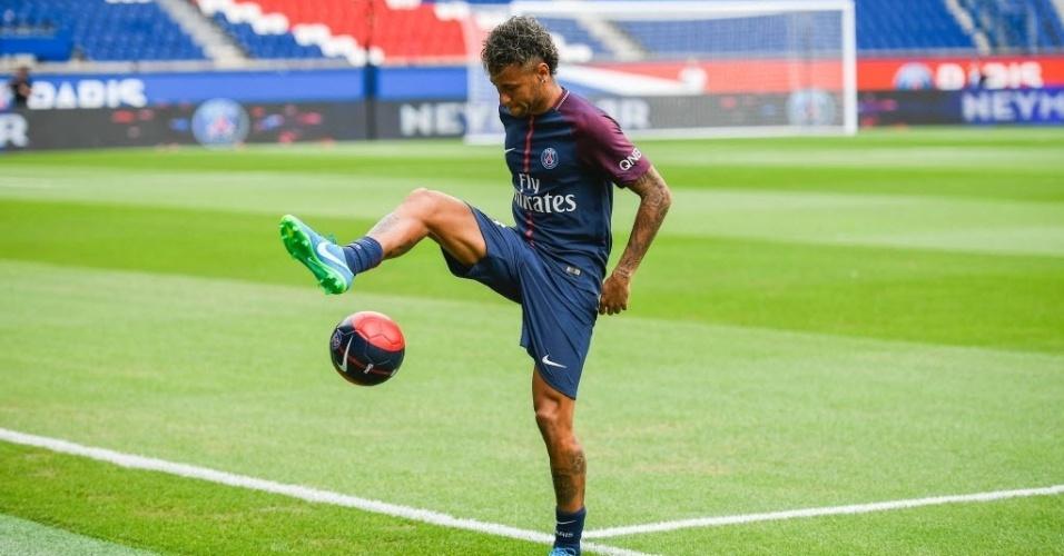 Neymar faz embaixadas pouco depois de conceder primeira entrevista como jogador do PSG