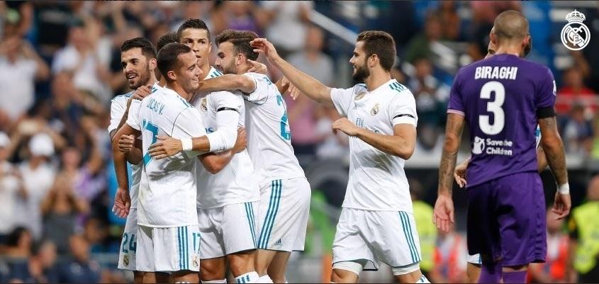 Jogadores do Real Madrid comemoram gol contra a Fiorentina em torneio amistoso