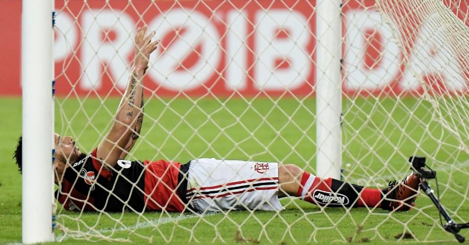 Pará lamenta após fazer gol contra no clássico entre Flamengo e Fluminense