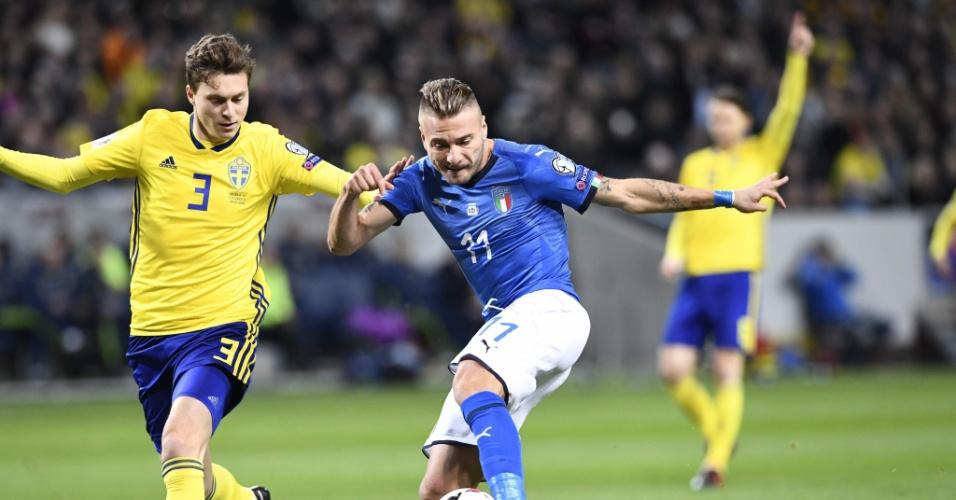 Lindelof e Immobile disputam bola em Suécia e Itália pela repescagem das Eliminatórias da Copa do Mundo