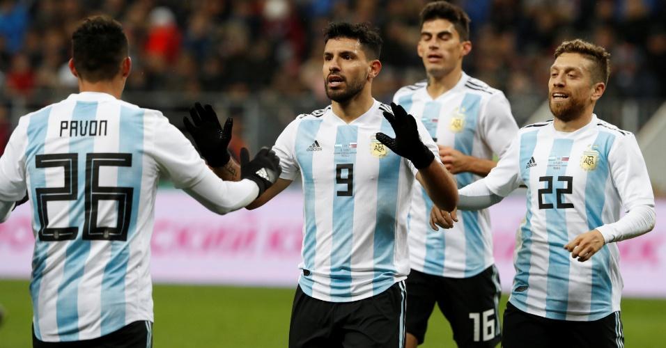 Agüero comemora o gol da vitória da Argentina sobre a Rússia