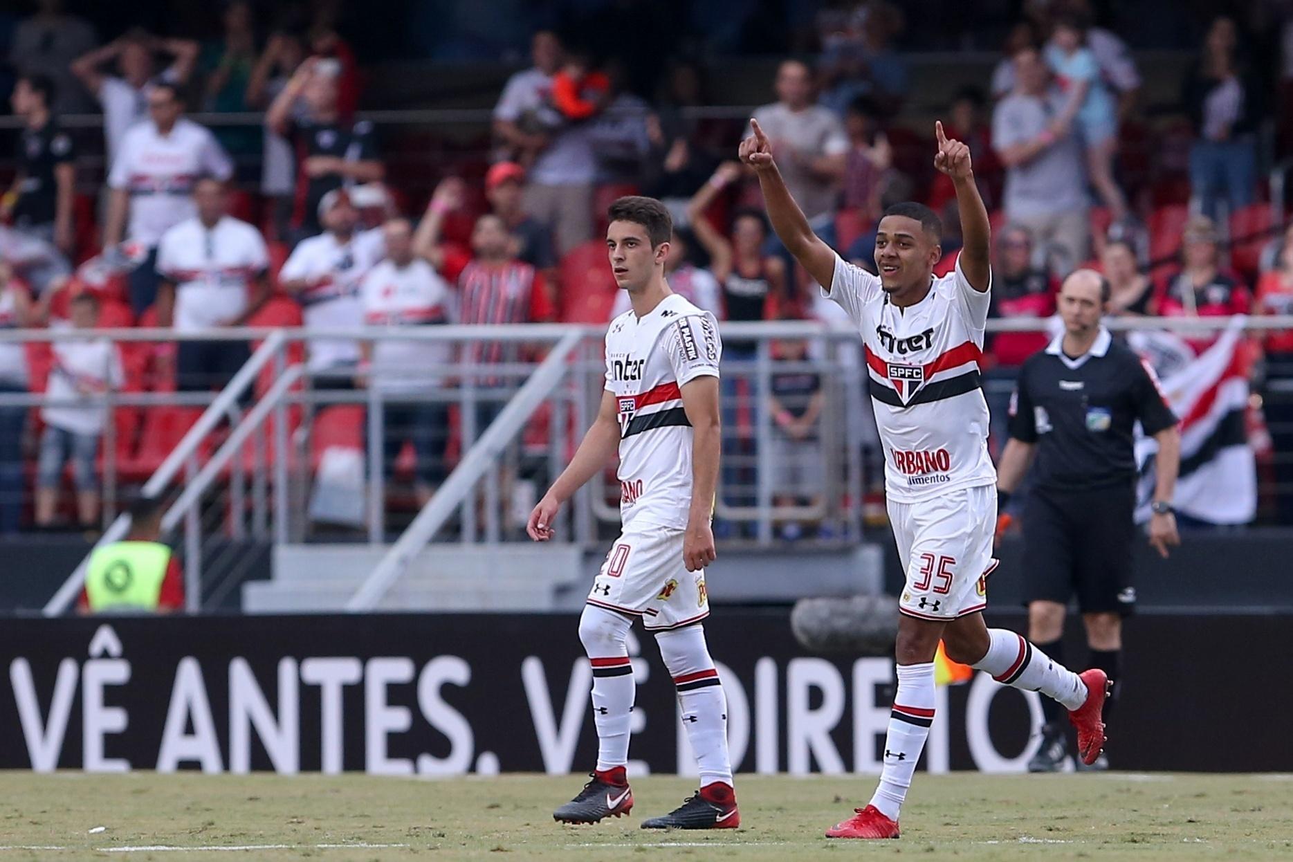 Brenner comemora após marcar pelo São Paulo contra o Bahia